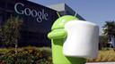De virtuele butler van Google is nu ook een man.