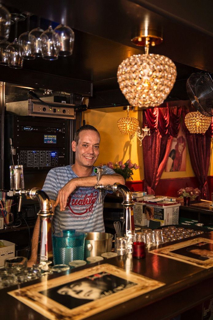 Janika van Gulik (40) van gaycafé Janika