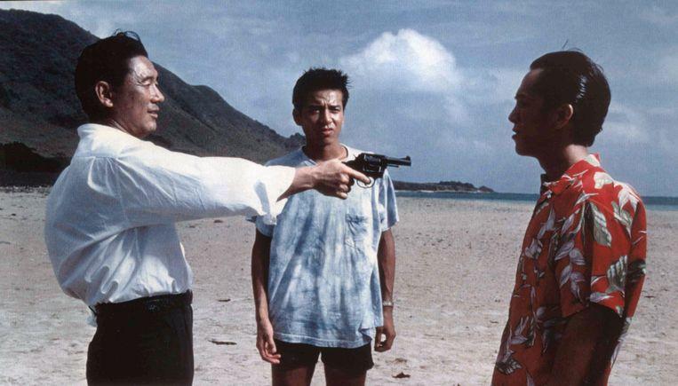 Gangsterbaas Murakawa (Takeshi Kitano) neemt zijn bendeleden in de maling in Sonatine. Beeld Alamy Stock Photo