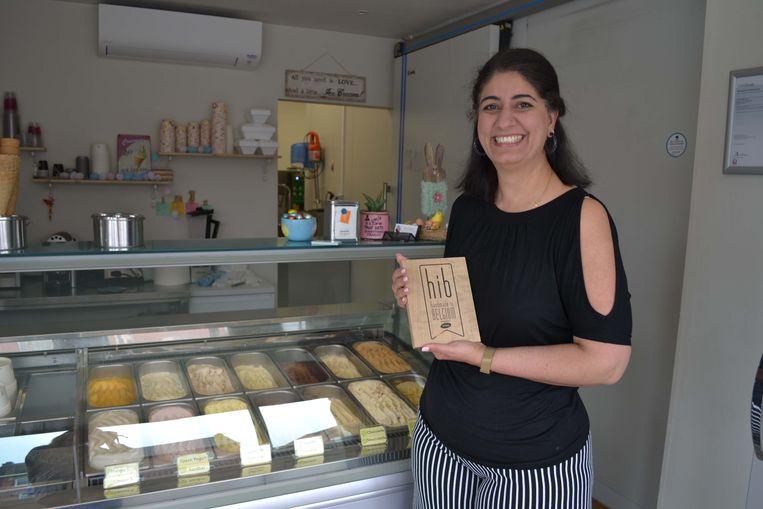 Nahid Anwari het het HIB-label in haar ijssalon.