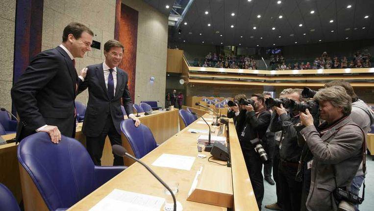 remier Mark Rutte en minister van Sociale Zaken Lodewijk Asscher (L) bij aanvang van de regeringsverklaring in de Tweede Kamer. Beeld anp