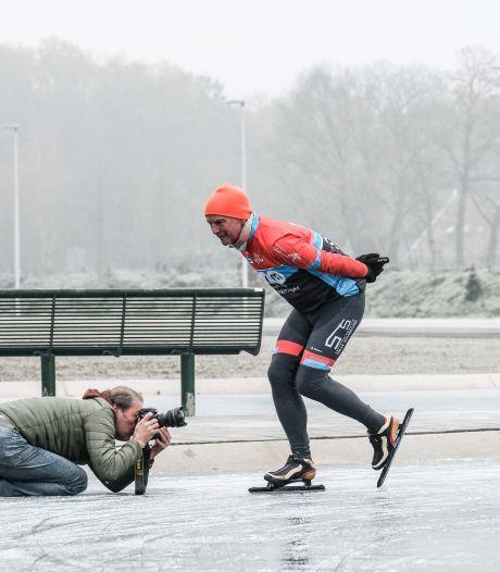 Door de ingenieuze schaatsbaan keek heel Nederland naar Winterswijk: 'Er waren meer journalisten dan schaatsers'