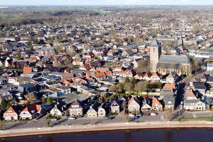 Dalfsen vanuit de lucht. De jaarrekening van de gemeente Dalfsen valt onverwacht voordelig uit.