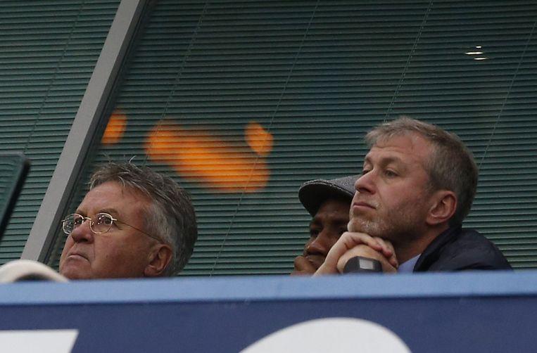 Hiddink naast voorzitter Abramovitsj op de tribune. Beeld anp