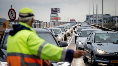 Pensioenstaking legt openbaar vervoer in Nederland plat, ook 80 vluchten op Schiphol geannuleerd