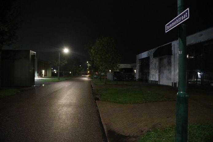 De Dommelstraat in Oss, waar de politie na de dood van een 25-jarige man dinsdagavond een pand doorzocht.