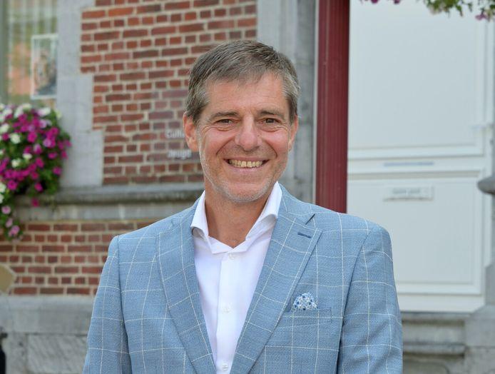 Burgemeester Gino Debroux (L'anders) roept Landenaren op om deel te nemen aan de Roze Mars.