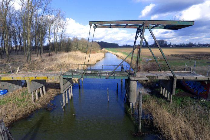 De Brug van Jannezand was ooit de poort naar de Biesbosch, maar verkeert inmiddels in zeer slechte staat. Restauratie is hoognodig.