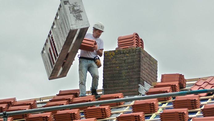 De nu opgepakte oplichter maakte zijn slachtoffers wijs dat het dak van hun huis aan reparatie toe was. Foto enkel ter illustratie.