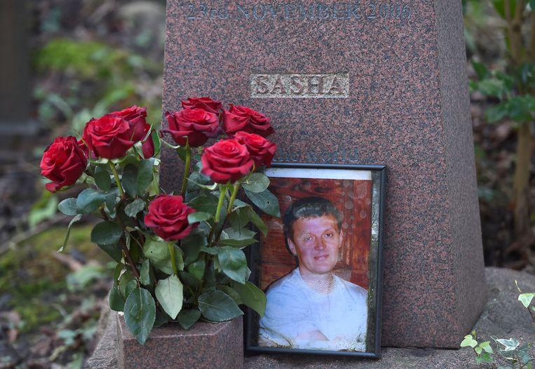 Het graf van Aleksandr Litvinenko in Londen op archiefbeeld uit 2016.  Beeld Reuters