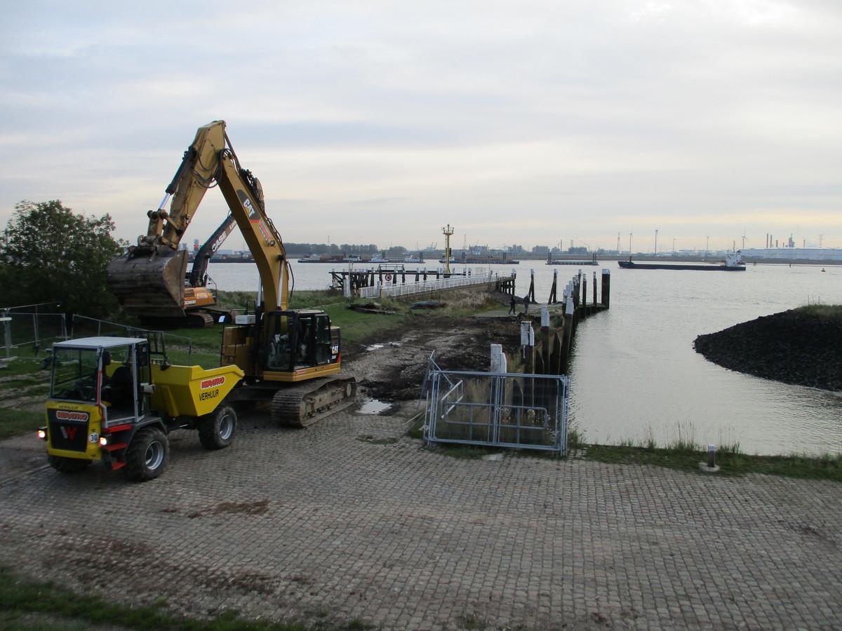 In oktober werden al noodingrepen uitgevoerd om te vermijden dat de kaaimuur zou instorten. In maart start de renovatie.