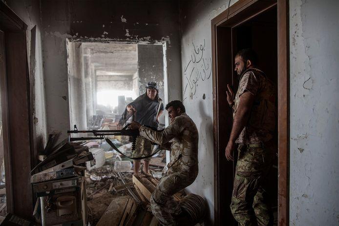 Het Libische leger in actie de buurt van Sirte.