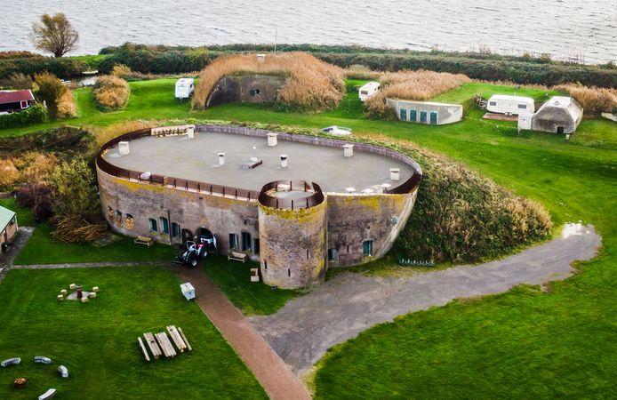 De provincie Zuid-Holland verstrekt een subsidie van 2,5 ton voor restauratie en herbestemming van Fort Buitensluis in Numansdorp. Het iconische gebouw aan het Hollands Diep moet een volwaardige horecafunctie krijgen.