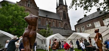 Pastorietuin vol kunst in Stiphout