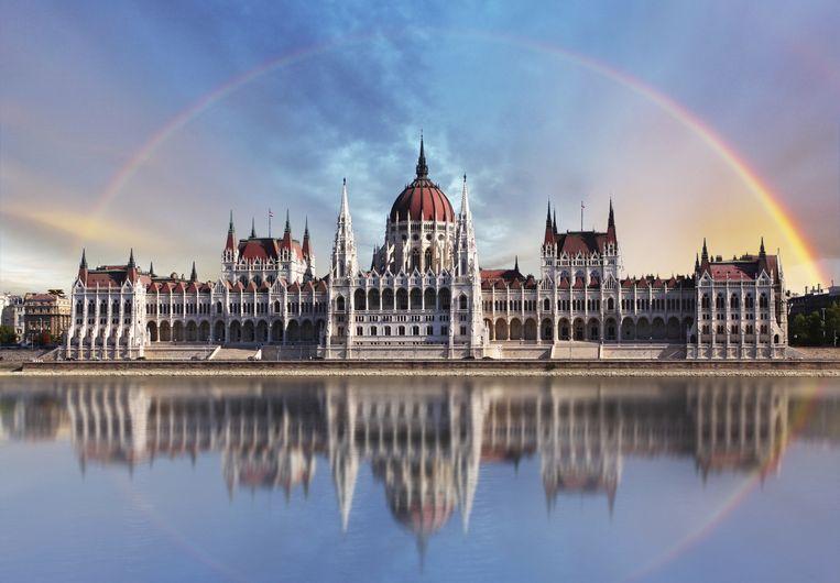 Een prachtige regenboog in Boedapest. Beeld thinkstock
