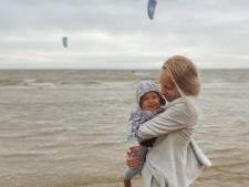 Alleenstaande moeder Lenne (23) gaat viral na halen propedeuse ondanks haar thuissituatie