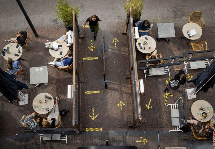 Foto ter illustratie. Een terras op de Neude.