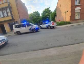 Politie rijdt bestuurder die wegvlucht van politie klem in Baasrode: drugs aangetroffen in struiken