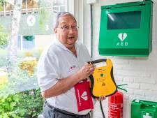 Rode Kruis wil verplichte AED-les op scholen: jongeren weten niet hoe apparaat werkt