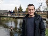 Thijs viste met z'n magneet een oorlogsbom uit de Berkel: 'Dit is spannender dan gewoon vissen'