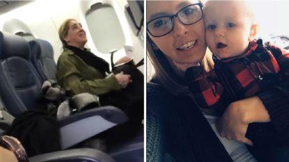 """""""Ik wil niet naast huilende baby zitten"""": vrouw klaagt steen en been in vliegtuig, maar wordt dan zelf van boord gegooid"""