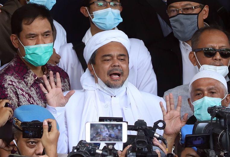 Bijna de voltallige leiding van het FPI is gearresteerd, ook leider Habib Rizieq Shihab, hier centraal in beeld. Beeld AFP