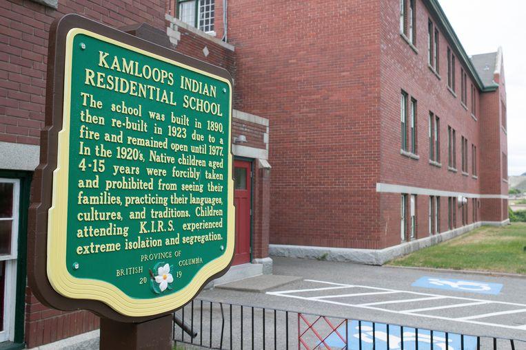 Een plaket bij de voormalige katholieke kostschool in Kamloops. Beeld AP