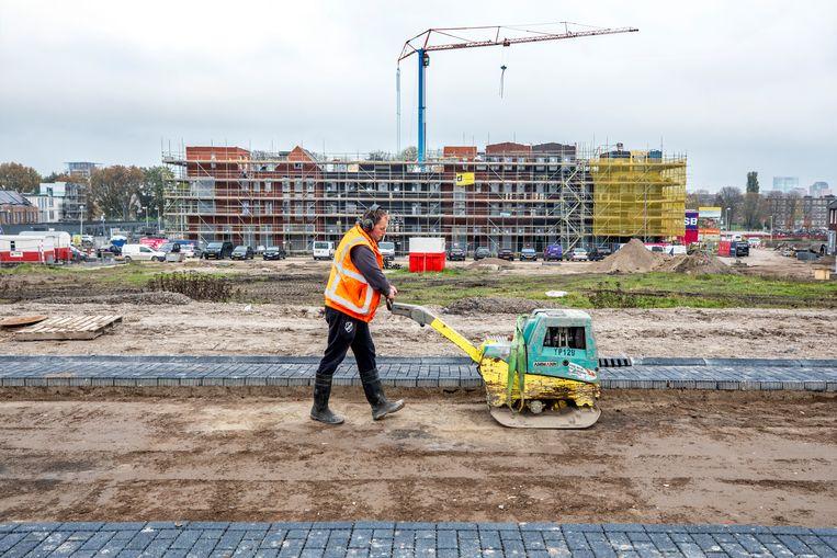 Eengezinswoningen en appartementen in aanbouw in de wijk Poortwijk, behorend tot Utrecht Leidsche Rijn.   Beeld Raymond Rutting / de Volkskrant