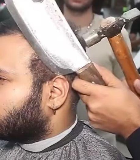 Pour 20 euros, ce coiffeur vous fait une coupe au chalumeau, au hachoir et au marteau
