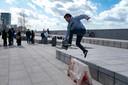 Skaten op de Gerlachekaai in Antwerpen.