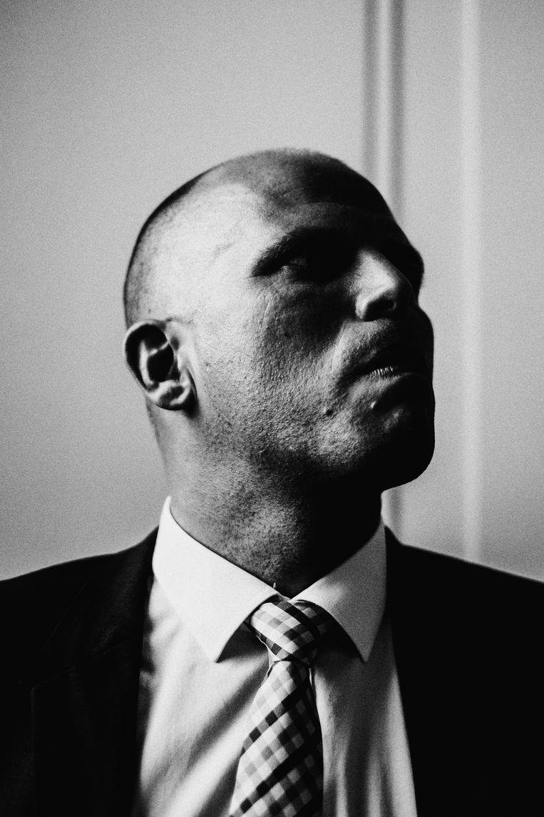 Een zwart-witportret van N-VA-politicus Theo Francken, staatssecretaris voor Asiel en Migratie , door Stefaan Temmerman.