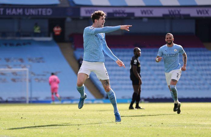 John Stones juicht na zijn winnende doelpunt tegen West Ham United.