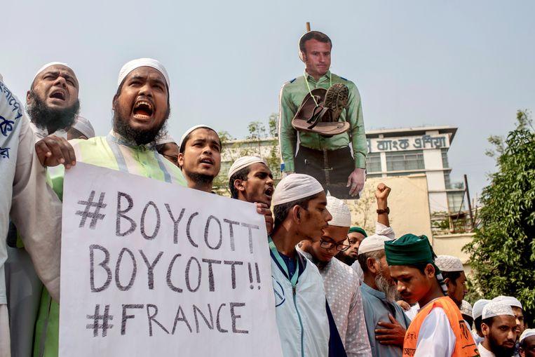 Demonstranten van een radicale islampartij in Bangladesh zijn de straat opgegaan.   Beeld REUTERS