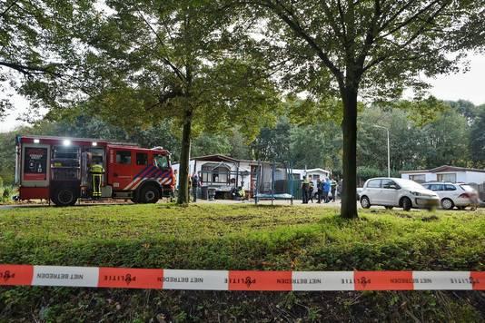 Op een woonwagenkamp aan de Rugdijk in Tilburg werd een drugslab aangetroffen.