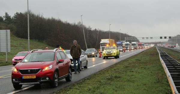 Ongeluk met twee autos op A1 tussen Rijssen en Bathmen.