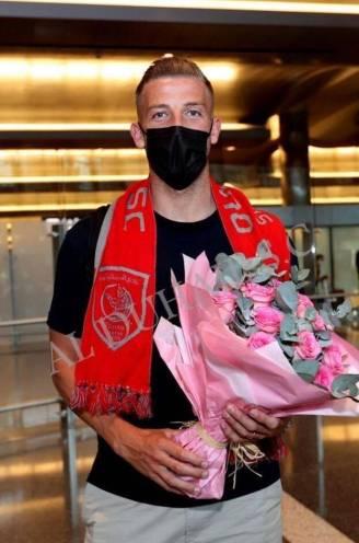 Done deal? Toby Alderweireld poseert met sjaal van Al Duhail
