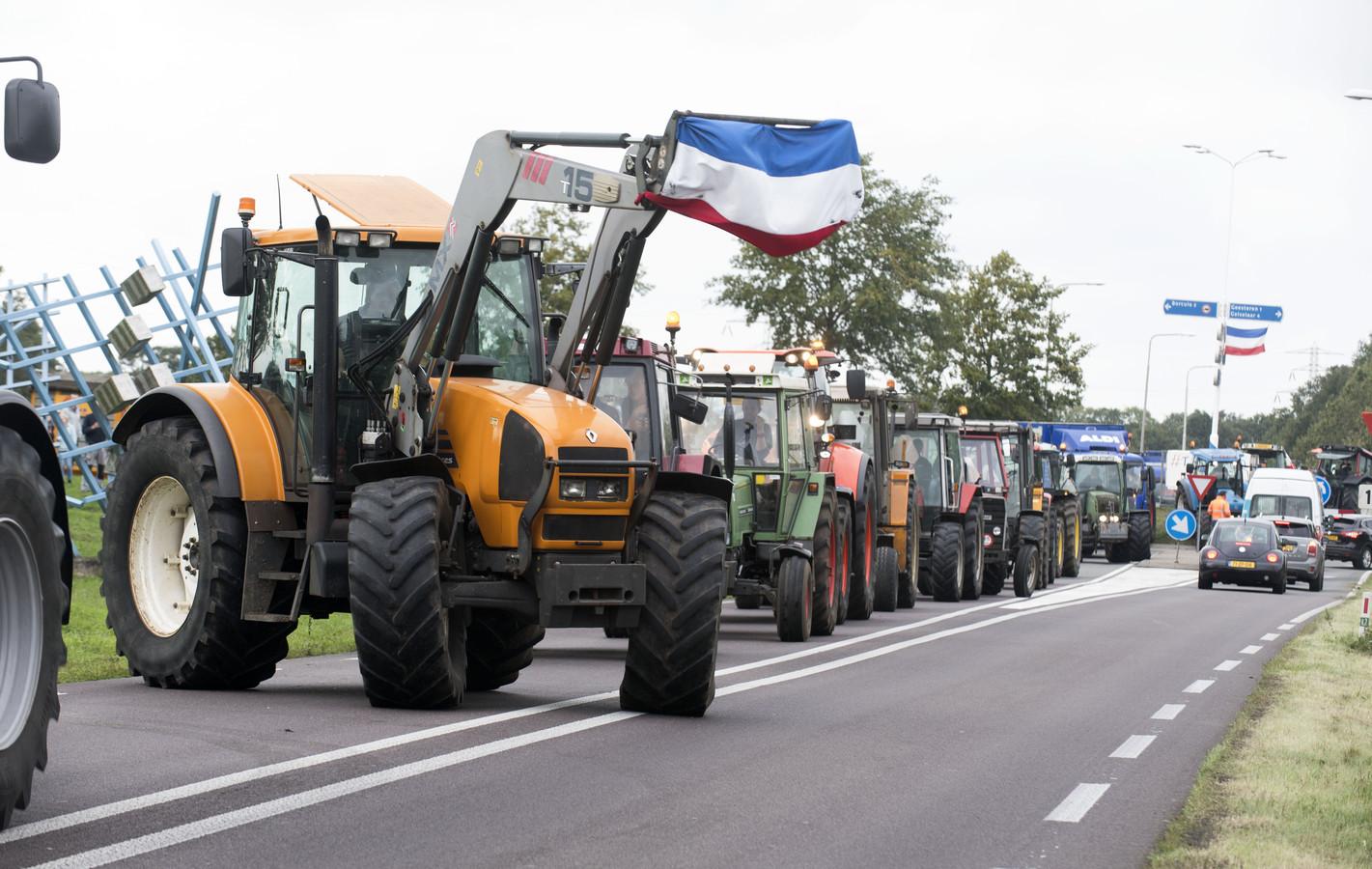 Boerenprotest rond de rotonde in de N825 tussen Borculo en Lochem in de Achterhoek.
