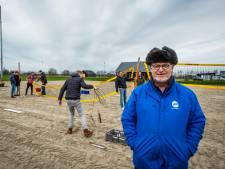 Volleyballen op de ijsbaan: hoe EVV in Elburg van de nood een deugd maakt