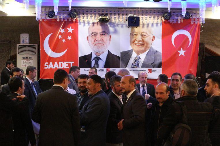 Bijeenkomst van de Saadet-partij zaterdagavond in Bursa. Beeld Melvyn Ingleby