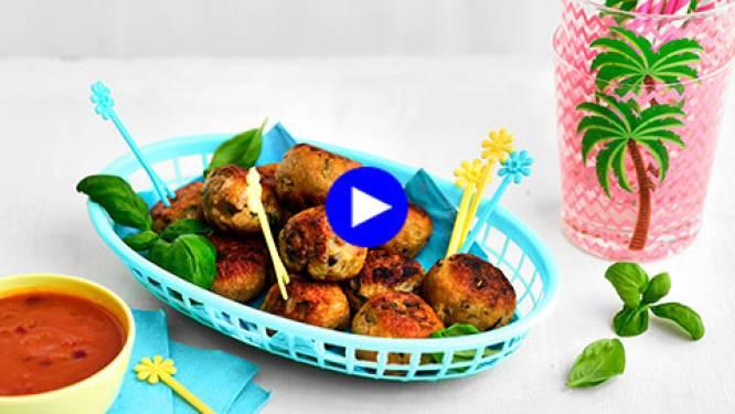 Deze aubergine-kippenballetjes zijn de ideale snack voor tussendoor