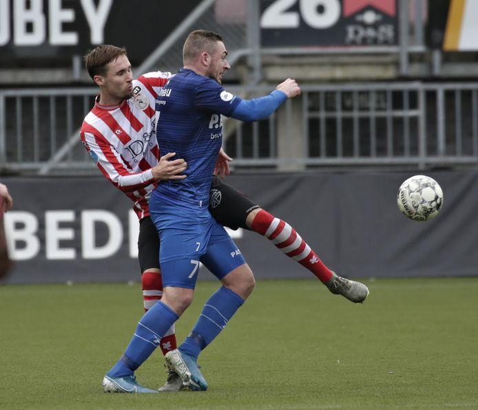 Levi Bouwens (links), hier in het shirt van Sparta, is gestopt bij Almere City. Komend seizoen speelt hij voor ASWH.