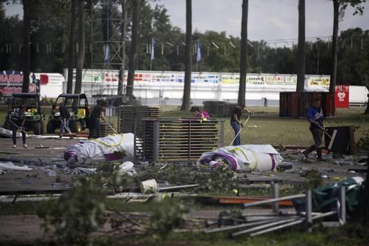 PUKKELPOP 2011 Na de zware storm was het terrein een waar slagveld.