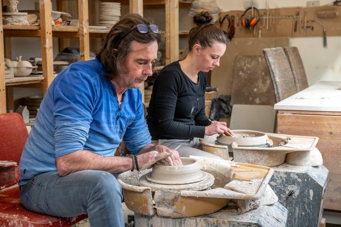 Jan en Tara Keeven werken aan de nieuwe collectie.