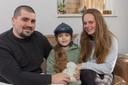 Jafeth en Jessica Kooman met hun dochter Isa.