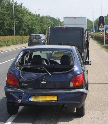 Aanrijding bij IJsselbrug Zwolle, een persoon naar het ziekenhuis