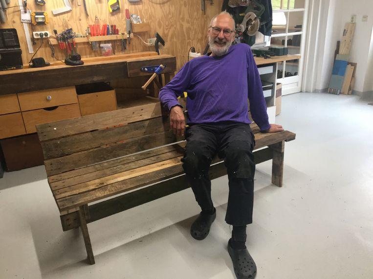 Annemiek van den Berg, Appeltern: 'Gisteren in het Magazine en vandaag al klaar. Mijn man, Jan Hamann, vloog de werkplaats in en knutselde van pallethout de zaak in elkaar.' Beeld