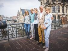 """Koning Filip met zijn gezin op fietstocht in Gent: """"Een beetje sportief blijven, da's belangrijk"""""""