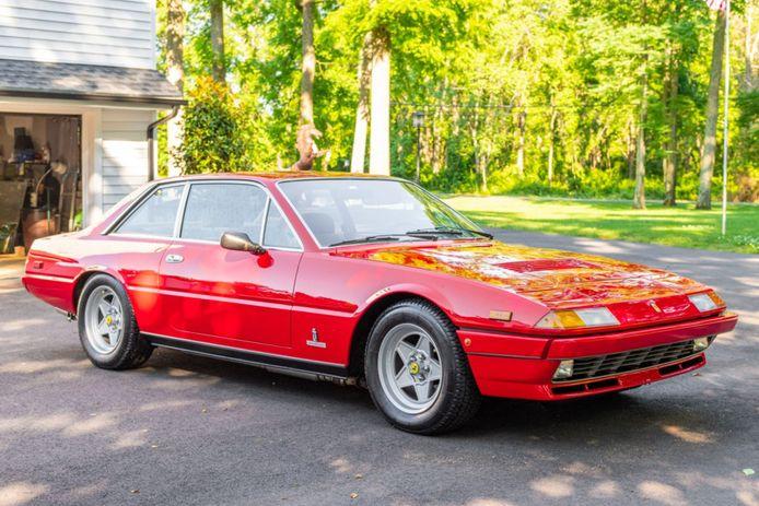 Ferrari 400.