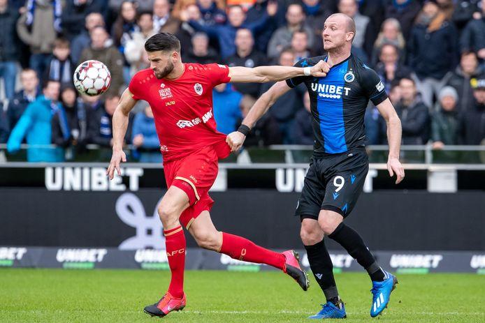 Wesley Hoedt eerder in duel met Club Brugge.
