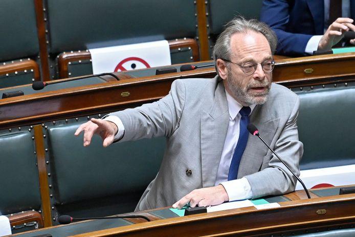 Peter De Roover, chef de groupe N-VA à la Chambre. Les députés N-VA ont quitté mardi la séance plénière de la Chambre avant que le Premier ministre, Alexander De Croo, n'entame la déclaration de politique générale.